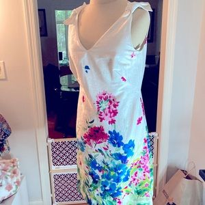CHAPS DRESS SZ 4 WHITE WITH A FIELD. OF FLOWERS